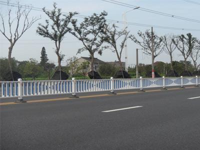机动车隔离护栏